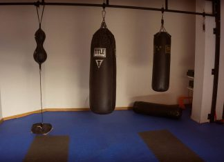 how to hang heavy bag